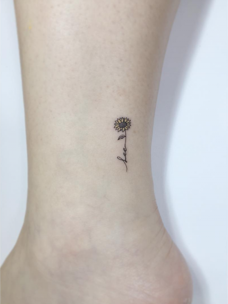 32 Small Tattoo Ideas for Women | crestfox