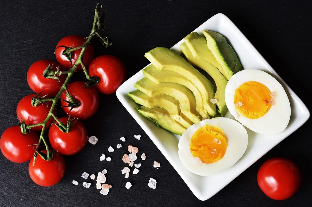 keto diet tomatoes avocado and eggs